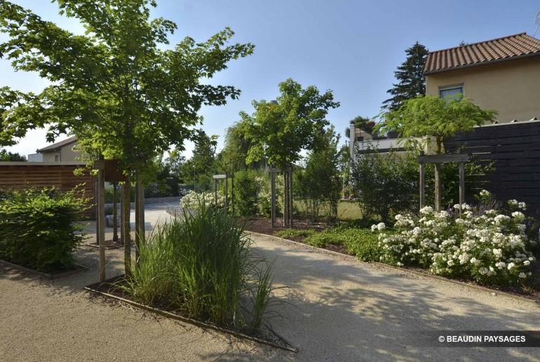 Plantation bordures acc s stabilis s beaudin paysages for Espace vert lotissement