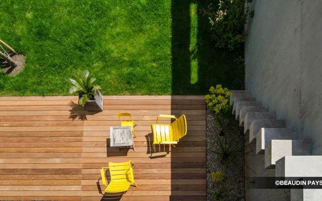 Terrasse bois arrosage automatique gazon beaudin for Poser une terrasse en bois sur gazon